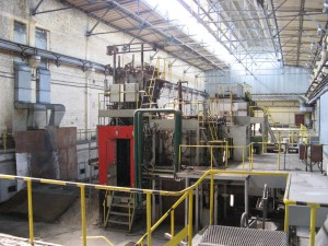Внутрицикловая газификация топлива из отходов с целью получения тепловой и электрической энергии и химических продуктов